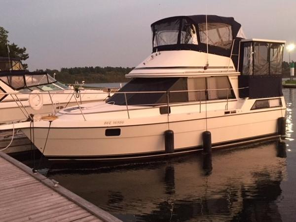 Cooper Prowler 10M At The Dock Port View