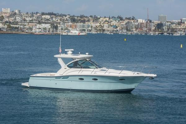 "Tiara 3200 Open 32' Tiara Open ""COOL POP"""