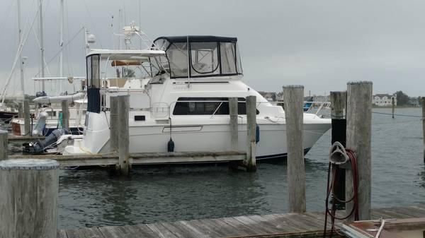 Mainship 34 Motor Yacht La Bella Vita at the Dock
