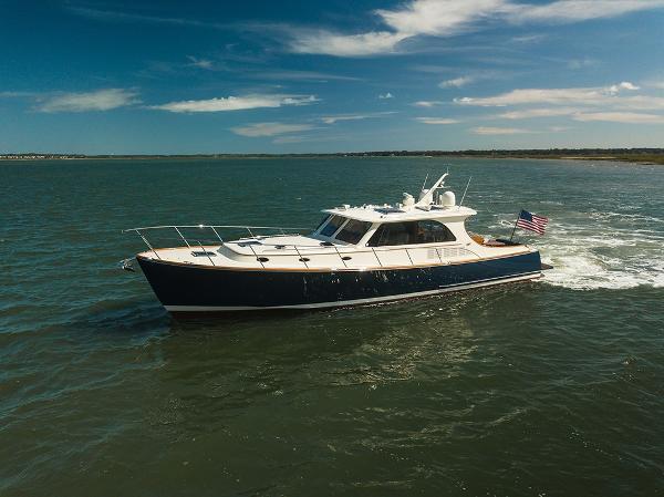 Hinckley Talaria 48 Motor Yacht Port profile