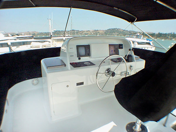 Flybridge Helm/Forward Seating