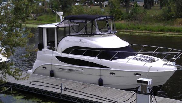 Meridian 368 Motoryacht Starboard @ Dock