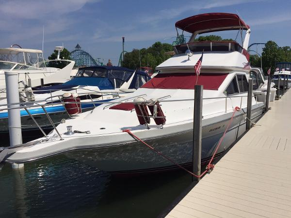 Sea Ray 345 Sedan Bridge Port Bow