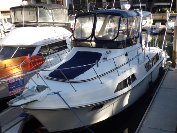 Carver 36 Mariner Port Bow