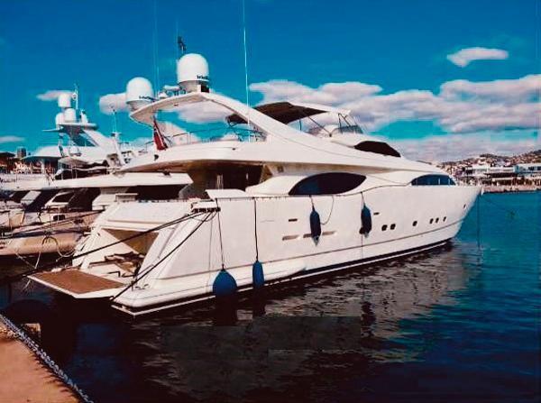 Ferretti Yachts Custom Line 94 4