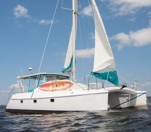 Manta 40 Starboard view