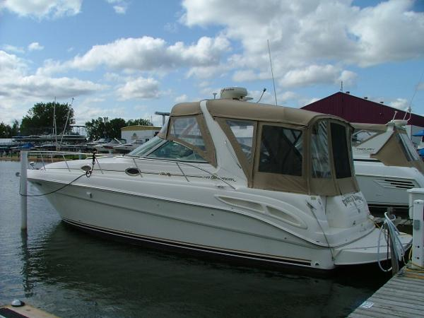 Sea Ray 340 Sundancer At Dock