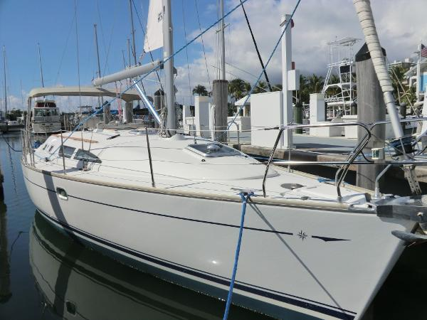 Jeanneau 37 with air & gen At the dock