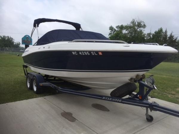 Four Winns 220 Horizon Open Bow
