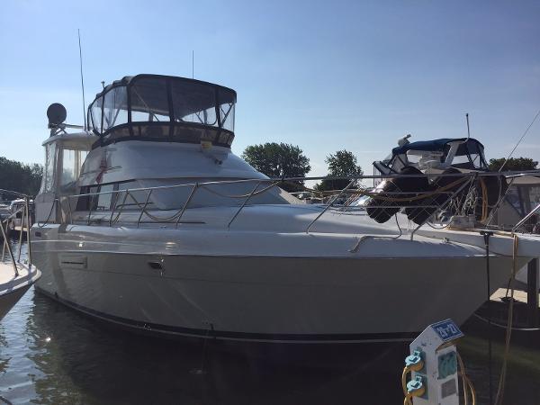 Silverton 41 Motor Yacht Starboard Profile