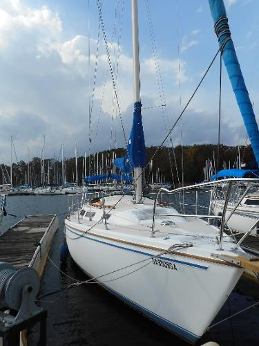 Catalina 30 Tall Rig Starboard View at Dock