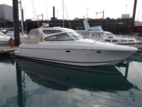Jeanneau Prestige 34 S. Prestige 34 on her berth