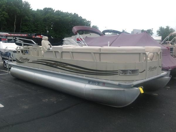 Bentley Pontoons Encore Boat Builders 220
