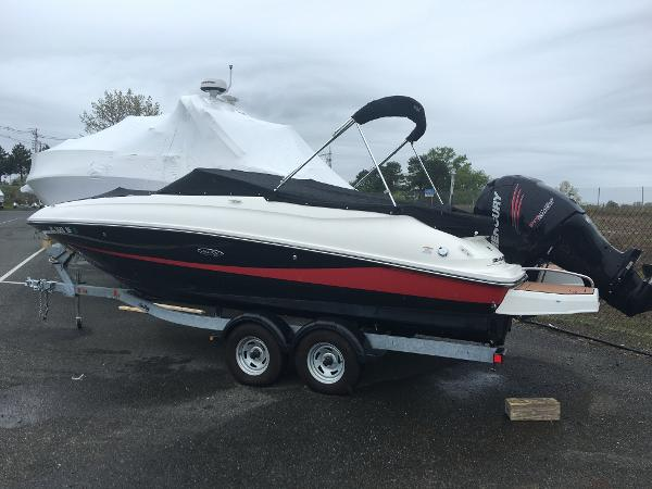 Sea Ray 240 Sundeck Outboard