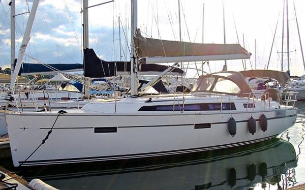 Bavaria 37 Cruiser Image 1