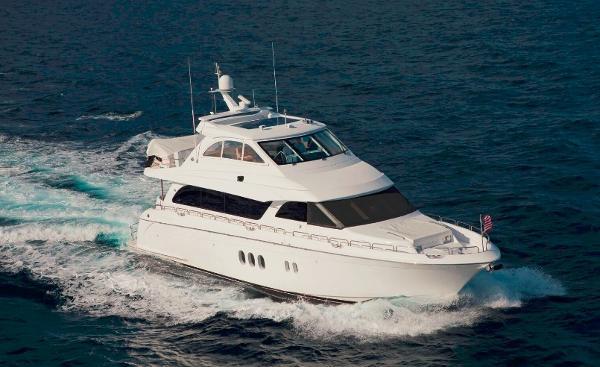 Hatteras 72 Motor Yacht Running