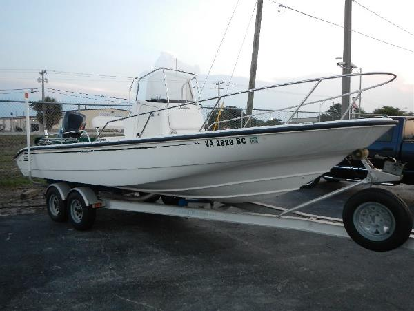 Boston Whaler 22 Dauntless Center Console. Powered by a 200hp Mercury Optimax