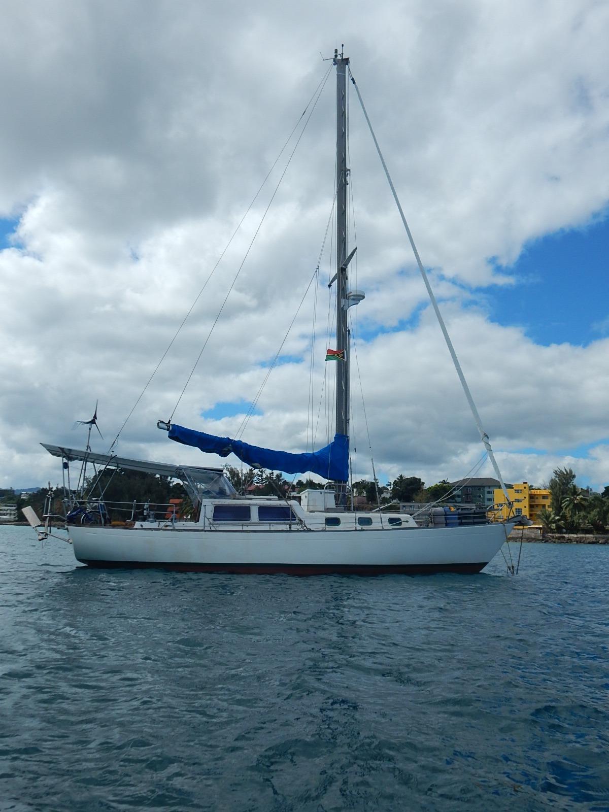 Cal Yachts 36 CRUISING USCG Reg.