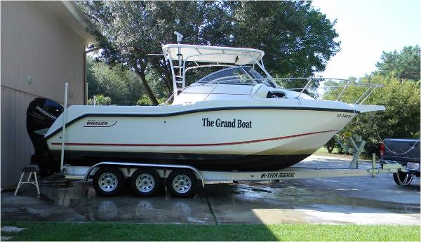 Boston Whaler 255 Conquest with trailer