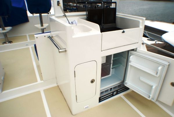 37. Flybridge galley