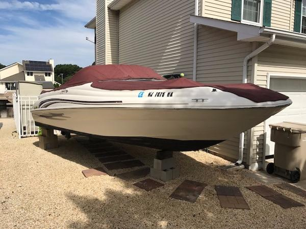Sea Ray 210 Sundeck 210 Sundeck with Covers