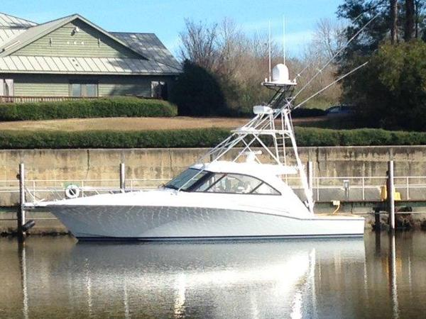 Hatteras GT45 Express Profile
