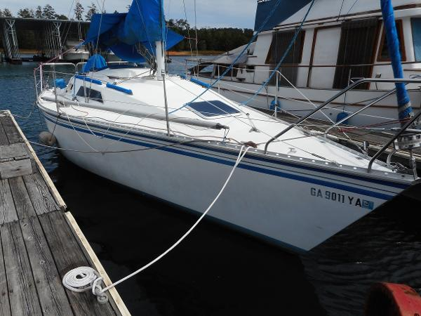 Hunter 28.5 Starboard View at Dock