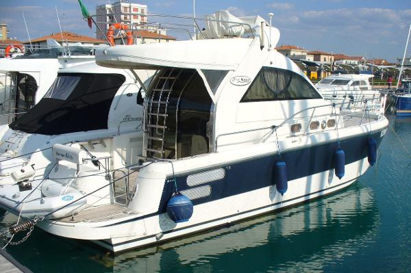 Motor Yacht Blu Navy 400 Fly