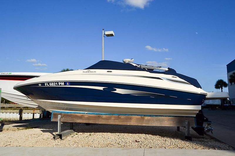 Sea Ray 220 Sundeck 2013 Sea Ray 220 SunDeck-1.jpg