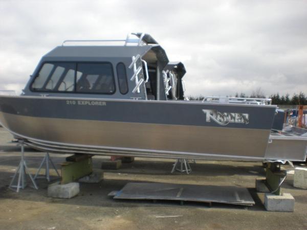 Raider Explorer 210