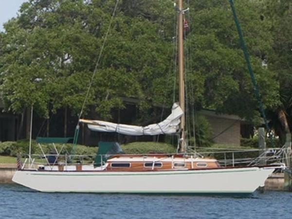 Hallberg-Rassy MISTRAL 33 Starboard side view