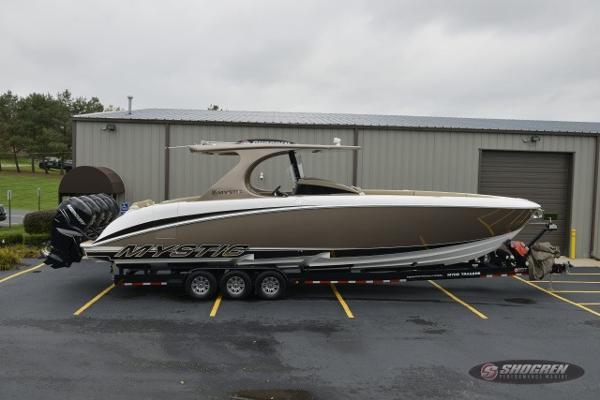 Mystic Catboat M4200 Center Console