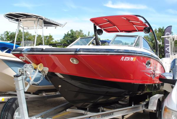 Chaparral 244 Sunesta USED-CHAPARRAL-244-SUNESTA-XTREME-WAKEBOARD-BOAT-FOR-SALE
