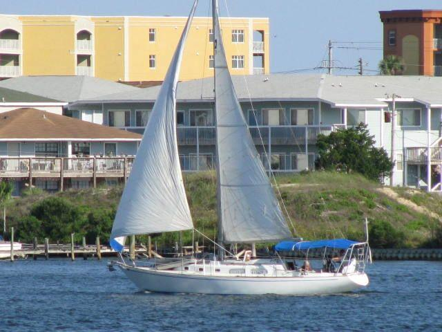 Pearson 39 SLOOP Port Side Under Sail.jpg