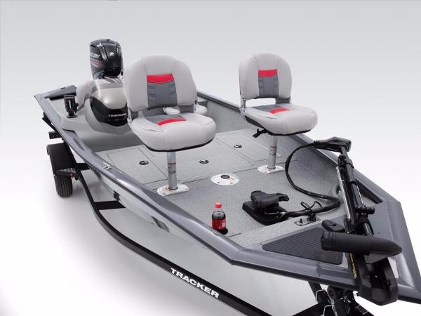 Tracker Pro Team™ 175 TF With trailer