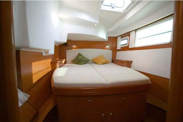 Lagoon Cat 440-  Port Cabin