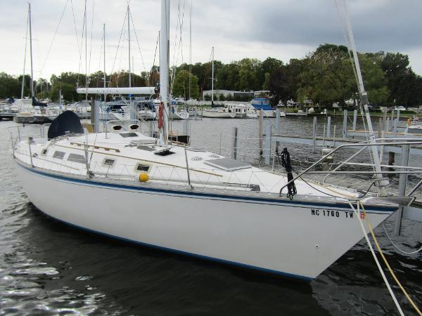 Hunter 34 Exterior View