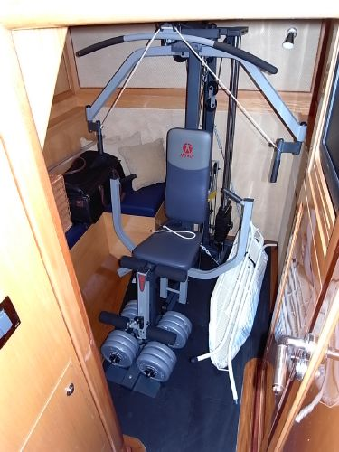 Forward starboardside twin berth guest cabin (currently used as a gym)