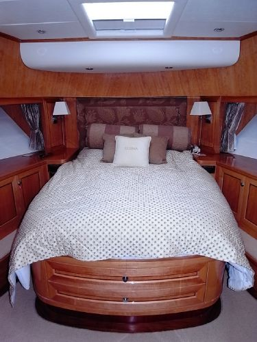 Forward guest cabin double berth