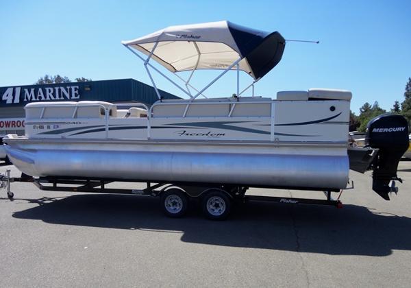 Fisher Pontoon Boat FREEDOM 240DLX