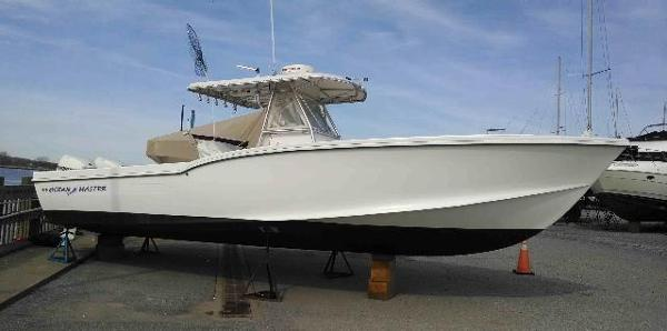 Ocean Master 31 Center Console Profile