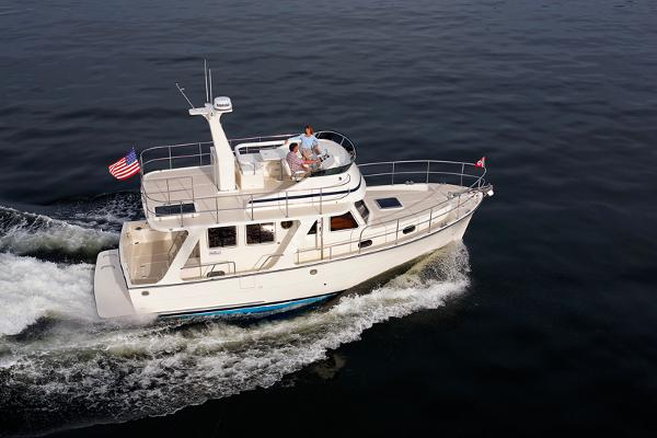 Helmsman Trawlers 37 Sedan