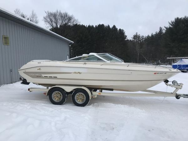 Sea Ray 200 signature bow rider