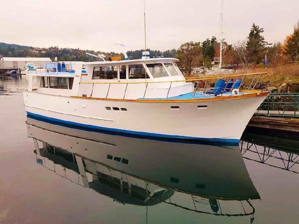 Stephens pilothouse cruiser