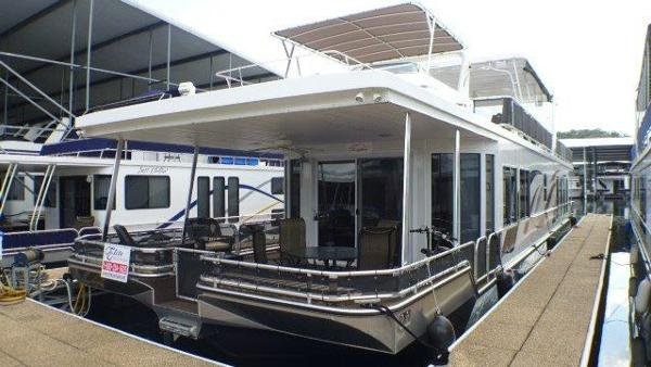 Thoroughbred 18 x 85 Houseboat
