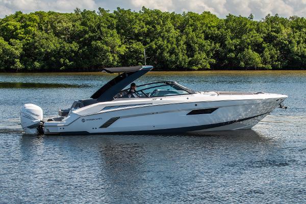 Cruisers Yachts 338 Bowrider Cruisers 338 Bowrider
