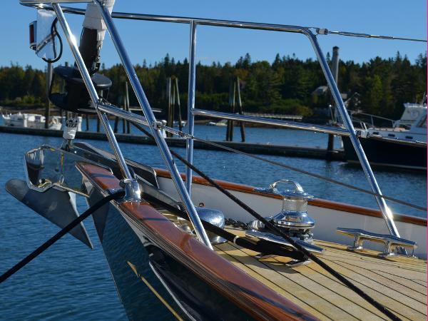 Morris Yachts 42 Bow pulpit