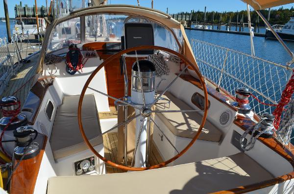 Morris Yachts 42 cockpit