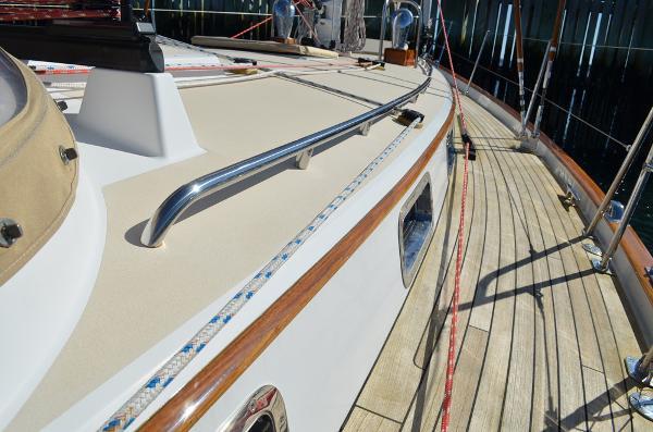 Morris Yachts 42 Deck 3