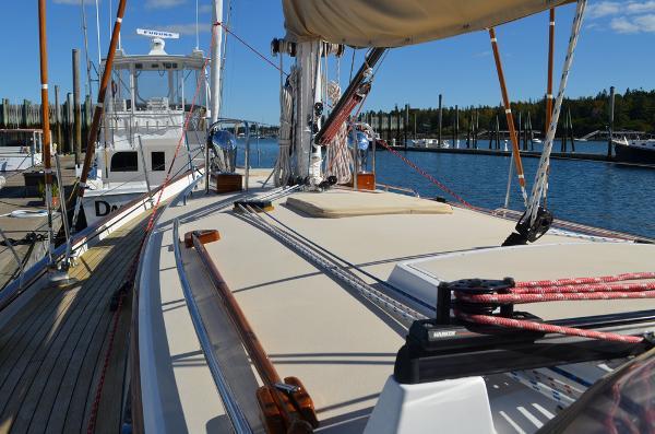 Morris Yachts 42 Deck 4
